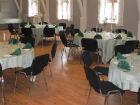 Runde borde til buffet i Store Festlokale | Hjallese Forsamlingshus